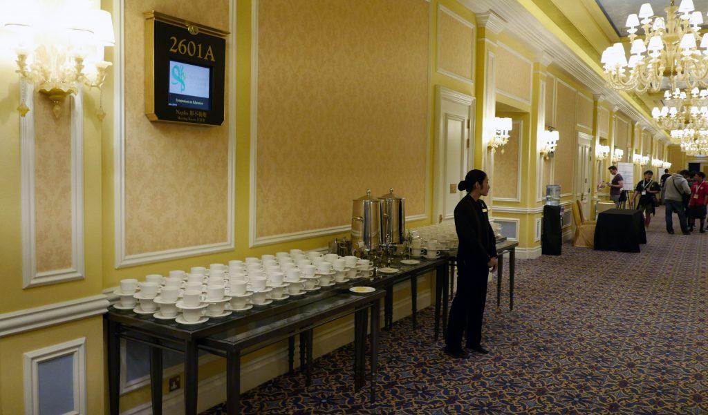 會議室外有咖啡紅茶招待